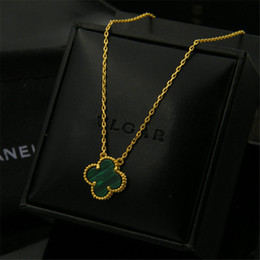 edge necklace NZ - Luxury Flower Pendant Necklaces Fashion Design Golden-edged Flowers Necklaces Womens Golden Fine Jewelry Lover Gift