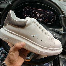 Créateur de mode Chaussures pour femmes de luxe chaussures de sport en cuir Velvet noir Blanc Rouge confortable plat Hauteur Augmenter sneakers taille 35-45 en Solde