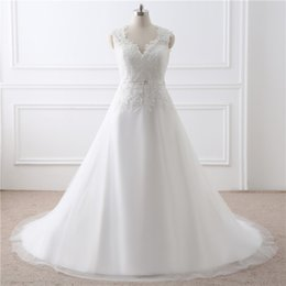 Abiti da sposa semplici V-neck spalla piatta pizzo vita cerniera decorativa falso fibbia abiti da sposa di trascinamento in Offerta