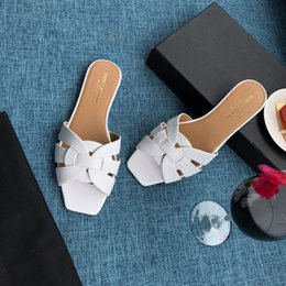 Crystal Heads Australia - Quality Best slippers rivet crystal sandals brand designer version of the slide square head beach shoes luxury 2019 new slippers wome
