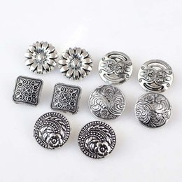 $enCountryForm.capitalKeyWord Australia - Meetee Retro Style Flower Pattern Metal Button for Jacket Coat Decoration Shank DIY Garment Craft Sewing Accessories C2-61