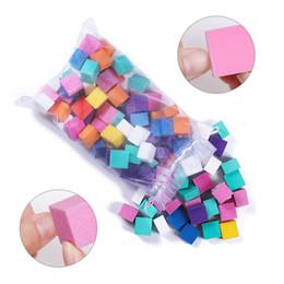 Ingrosso Mini lima per tampone per unghie irregolare Spugnetta abrasiva colorata Levigatura lucidatura Nail Art Manicure Salon Strumento fai da te