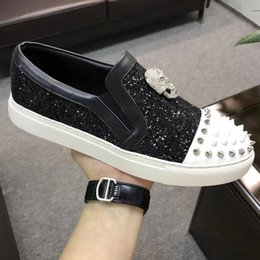 $enCountryForm.capitalKeyWord Australia - Men Leather Sneakers rivets Punk Style Runner, PP Casual Shoes Decorated with Iconic Metal Skull for Free time with box Black White