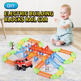 Опт TW2006145 DIY железнодорожного блок общей электрический вагон 108pcs включена Suv Строительных блоков прицепного Мотовоз игрушка
