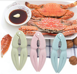 Kitchen Nutcrackers Australia - Multi-Function Crab Claw Clips Eat Crab Sheller Seafood Tool Plastic Walnut Clip Nutcracker Kitchen Walnut Clip LJJK1161