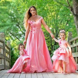 picture dress mother daughter 2019 - Pink Mother And Daughter Dresses Evening Wear With Hand Made Flowers Off The Shoulder A-Line Evening Gowns Floor Length
