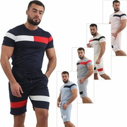 Toptan satış Panelli Tasarımcı Erkek Eşofman Yaz Gevşek Erkek 2 ADET Setleri Spor Kazak Ekip Boyun Erkek Iki Parçalı Setleri Erkek Giyim
