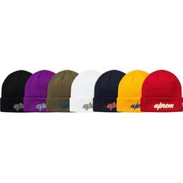 $enCountryForm.capitalKeyWord UK - 18FW Box Logo SCRIPT BEANIE Cold Cap Applique Embroidery Knitted Hat Cap Street Travel Casual Autumn Winter Hat Outdoor Sport Hats HFTTMZ012