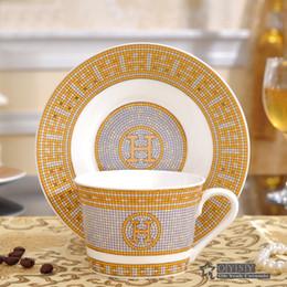 """Ingrosso Porcellana tazza da caffè con piattino bone china coffee set """"H"""" marcare contorno disegno del mosaico in tazza di tè d'oro con piattino piattino"""
