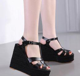99de9e5c8 Модные женские босоножки на танкетке, бежевые T, трикотажные соломенные  туфли на платформе, роскошные женские горки, размер 35-40