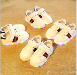 Best Canvas Prints Australia - NEW Fashion Childrens Luminous Shoes Stars Print Girls Flat Shoes Luminous Non-slip Wear-resistant Childrens Shoes Best quality hf01