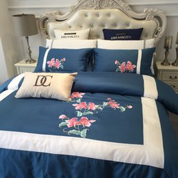designer beds 2019 - European high-end cotton 60 satin long-staple cotton embroidery model room bedding queen Bed Comforters Sets designer 4