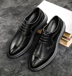 $enCountryForm.capitalKeyWord Australia - 2019 Genuine Leather Men Shoes British Style Pointed Toe Man Shoes Brogue Oxford Shoes For Men Formal Flats size: 39-44