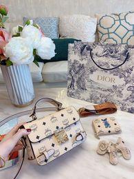 Marke Luxus-Designer-Handtasche ModeMCMTasche Leder-Umhängetasche Messenger Geschenk-Box Handtasche Verpackung 98799 im Angebot