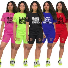 fatos de treino das mulheres azuis venda por atacado-Negra vive MATTER Carta Treino Mulheres Piece Shorts Set rasgado Buracos T shirt de manga curta Tops equipamento do verão Sports Tees Terno GGA3504