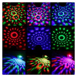 Venta al por mayor de Mini LED portátil Disco Ball Light Control remoto RGB Party Lamp 7 colores Sound Actived Crystal Magic Stage Light para fiestas KTV Club