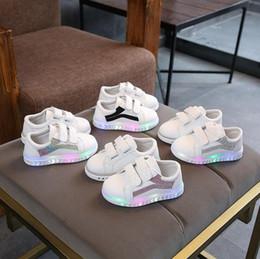$enCountryForm.capitalKeyWord Australia - NEW Fashion Childrens Luminous Shoes Stars Print Girls Flat Shoes Luminous Non-slip Wear-resistant Childrens Shoes Best quality