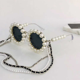 China 90 Rihanna same paragraph fashion sunglasses pearl decoration send a set of original box + chain round full frame style glasses 90S suppliers