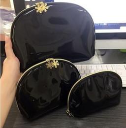 $enCountryForm.capitalKeyWord NZ - !New 2019 black classic CC symbol Snowflake 3pcs Set cosmetic case makeup organizer bag beauty toiletry wash bag clutch purse tote VIP gift