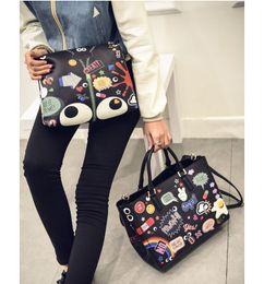 $enCountryForm.capitalKeyWord Australia - 2019 new two-piece European and American women's bag printing graffiti fashion ladies handbag shoulder bag wholesale