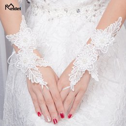 Wholesale 2019 New Summer Black Fingerless Wedding Gloves Lace For Bridal Evening Prom Wedding Accessories