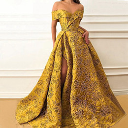 Long Evening Dresses Elegant Cap Sleeve High Quality V-neck Sexy High Slit Saudi Arabia Gold Lace Pattern Puffy Prom Formal Gown