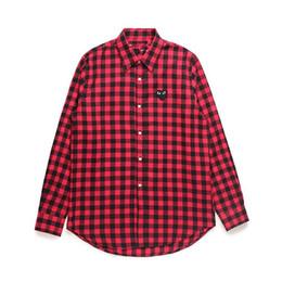 2dd6006d913 Ropa de mujer Camisa de manga larga de COMMES Des Garcons Off Hombres  Mujeres con camisa de solapa de algodón blanca con corazón rojo negro a  cuadros ...