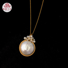 $enCountryForm.capitalKeyWord NZ - wholesale DIY Handmade Coin Shaped Freshwater Pearl Pendant With Small Shell Flowers, Gold Mixed Metal Free Nice Chain 18inechs
