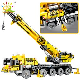 $enCountryForm.capitalKeyWord Australia - 665pcs Technic Engineering Lifting Crane Building Blocks Compatible Technic Truck Construction Brick Toys For Children J190722