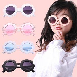 $enCountryForm.capitalKeyWord NZ - Cute Wooden Pink Flower Sunglass For Girls Children's Day Gift Summer Anti-UV Protect Eyes Sunglasses Fashion Jewelry Accessories Wholesale