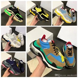 Toptan satış 2019 Marka Moda Lüks Tasarımcı Kadınlar Ayakkabı ÜÇLÜ S TRAINERS Unisex Bay Triple-S Sneakers Moda Kadınlar Ve Erkekler Günlük Ayakkabılar