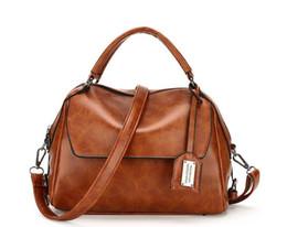 7474dd633e1ad Frauen Öl Wachs Leder Designer Handtaschen Hohe Qualität Umhängetaschen  Damen Totes Modemarke PU Leder Mädchen Cross Body Taschen Weinrot