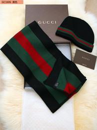 Kadınlar ve erkekler Kış Sıcak Şapka ve Eşarp Setleri Çizgili Moda Kadın şapka Eşarp Kadınlar için Set Katı Pom pom HatScarf Set Örme Beanies