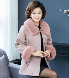 China Winter Woolen Jacket For Middle-aged Women In Nice 40-year-old 40-year-old Mother Winter Embroidered Woolen Collar Coat Thick cheap vintage mother pearl suppliers