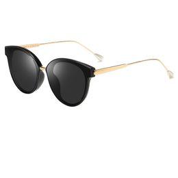 0e585ad872 Moda para niños Gafas de sol para niñas Nueva moda para bebés Gafas de sol  con marco redondo Carta pequeña abeja Gafas de sol para niños 19907