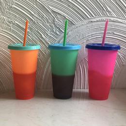 Ingrosso Bottiglie Pagine Coppa plastica staccabile cambio di colore dell'acqua isolato Bicchieri di protezione termica portatile Coppa acqua con paglia 5colors RRA1751
