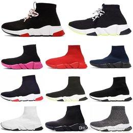 Toptan satış Üçlü Siyah Beyaz Kırmızı Düz Runner Kadınlar Erkek Spor Ayakkabılar 36-45 çizme 2020 Moda tasarımcısı çorap ayakkabı hız eğitmen rahat çorap
