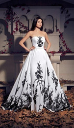 wedding dress black color NZ - Vintage Black and White Gothic Wedding Dresses Strapless Detachable Train Women Non Traditional Bridal Gowns With Color Custom Made
