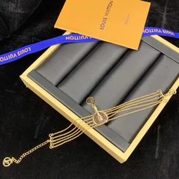 Wholesale Fashion Paris Show Luxury Designer Hand Catenary for Women Bracelet Jewelry Beautiful Gift