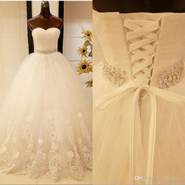 Wholesale D2019 esigner Elegant Ball Gown Wedding Dresses Sweetheart Sleevelesss Sweep Train Lace-up Sweet Bridal Wedding Gowns