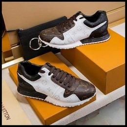 Venta al por mayor de 2019 zapatos deportivos casuales de encaje para hombres de primavera y otoño zapatos deportivos de cuero de diseñador de una generación