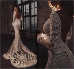 2019 Vestidos de novia de sirena de lujo Apliques de encaje de manga larga Listones Sin espalda Bling Bling Vestidos de novia Capilla robe de mariée en venta