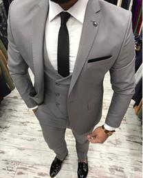Trajes de hombre Traje de boda Hecho para hombre Tuxedo Novio Desgaste Bridegrom Groomsmen Blazer Jacket Best Men Prom Wear 3 piezas
