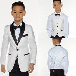 4ccdadb9d2ab6 Mode Blanc royal bleu Tuxedo Garçons Châle Revers Costume Formel Tuxedo  Pour Enfants 3 pièce petit garçon Dîner Du Soir Vêtements De Garçon Pas Cher