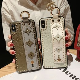 $enCountryForm.capitalKeyWord NZ - Good quality Wrist Strap Soft TPU Phone Case For iphone 7 8 6s plus For iphone X Xs max XR Vintage Flower Pattern Holder Case