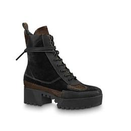 $enCountryForm.capitalKeyWord Australia - Black Heart Platform Desert Boot Luxury Designer Boots Femme Shoes Leather Laureate Platform 1a43lp with Dust Bag Size 35-41 R5