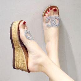Venta al por mayor de Viscosa Moda transparente 2018 diseñador de lujo cuña de cristal zapatos de mujer diapositivas plataforma de plataforma de verano del verano señoras tacones
