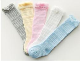 Venta al por mayor de Medias largas hasta la rodilla de malla de verano calcetines de bebé de algodón peinado calcetines de bebé de 0 a 1 año de edad Niños de 1 a 3 años de edad, niños