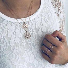 Collana semplice atmosfera Creativo retrò cavità mappa bussola ciondolo multi-strato collana gioielli donna in Offerta