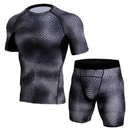 $enCountryForm.capitalKeyWord Australia - Cheap 2 Pieces Short Sleeves Thermal Underwear Men Sport Compression Set for Training Running Clothing Quick Dry Gym Suits